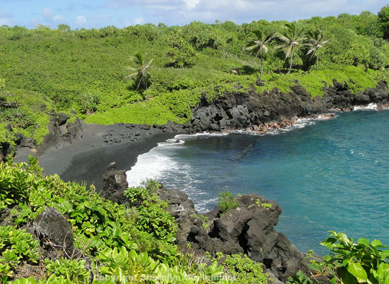 The Best Black Sand Beach on Maui: Waianapanapa