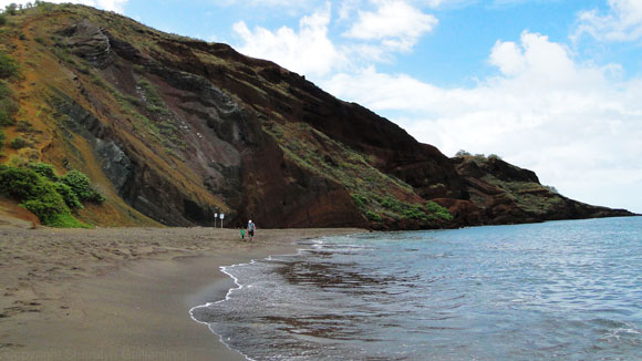 Oneuli Black Sand Beach on Maui
