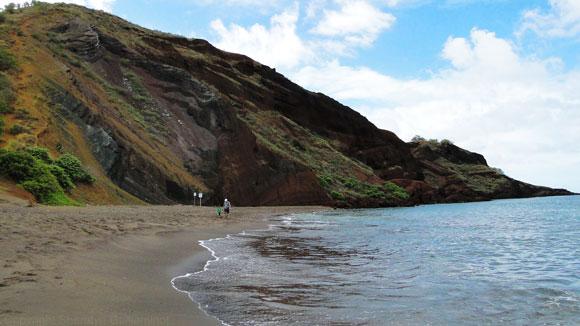 Oneuli Black Sand Beach on Maui