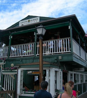 Picture of the exterior of the Cheeseburger in Paradise, Maui in the town of Lahaina.