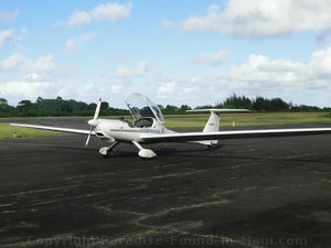 Glider at Hana Airport