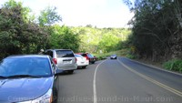 Picture of parking area for Honolua Bay, Maui, along the Honoapiilani Highway