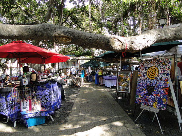Lahaina Fine Art Fair, a monthly event in Banyan Tree Park