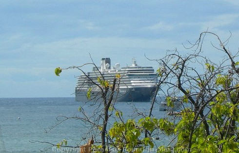 Picture of a cruise ship offshore in Lahaina Harbour, Maui, Hawaii.