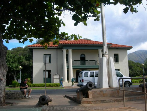 Picture of the Lahaina Courthouse near the harbor in Maui, Hawaii.