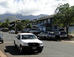 Picture of residential street in Lahaina, Maui, Hawaii.