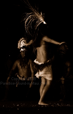 picture of Hawaiian dancers at the Old Lahaina Luau on Maui in black and white