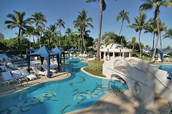 Pool Area at the Fairmont Kea Lani Resort<br>(Photo courtesy of HotelsCombined.com)