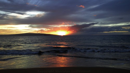 Maui sunset with a green flash