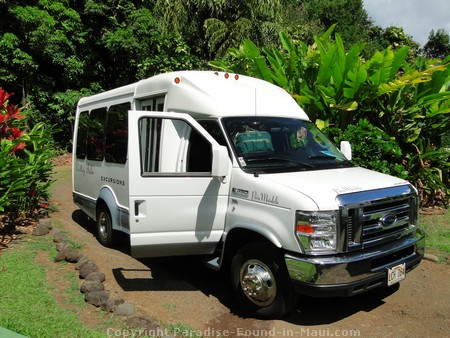 Picture of the Valley Isle Excursions van used for their Hana Tour.