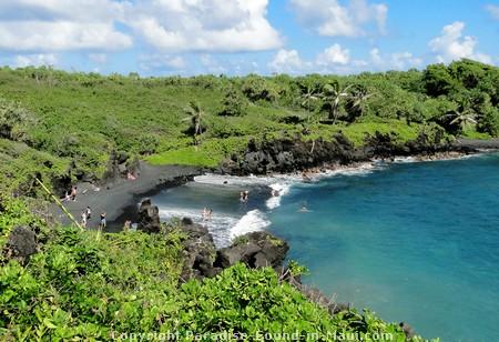 Picture of Waianapanapa Black Sand Beach.