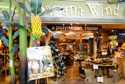 Picture of shopping in Maui at the Lahaina Cannery Mall.