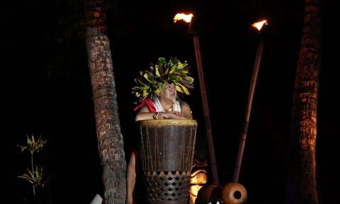 Picture of a man performing at a luau in Maui.