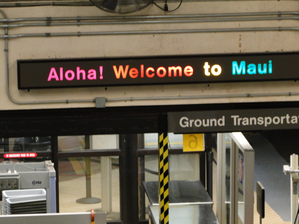 maui travel tips welcome sign after flight lands