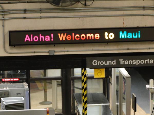 maui travel tips welcome sign after flight lands