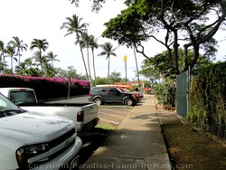 Picture of parking lot for Ulua and Mokapu beaches on Maui, Hawaii.