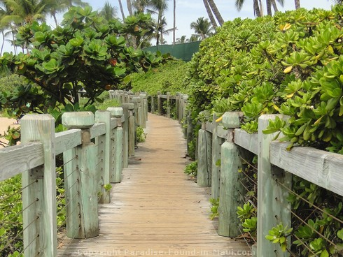 Picture of the wooden walkway along Mokapu Beach in Wailea, Maui, Hawaii.