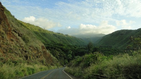Picture of the drive along hte Honoapiilani Highway on Maui, Hawaii.