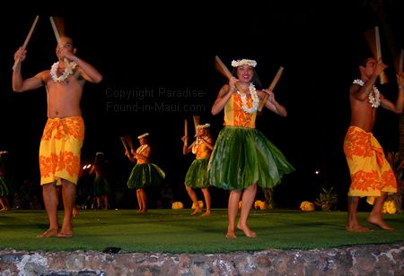 Picture of male and female luau dancers at the Old Lahaina Luau, Maui.