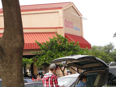 Picture of Costco in Kahului, Maui, Hawaii.