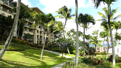 Picture of the grounds of the Ritz Carlton Kapalua Maui overlooking the ocean.