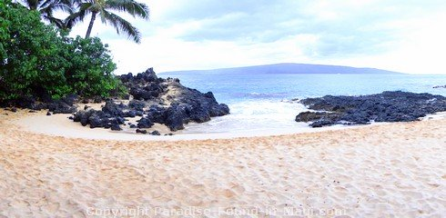 Picture of Secret Cove in Makena, Maui, Hawaii.