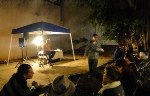 Picture of musician in Wailuku's Banyan Tree Park at Wailuku First Friday.