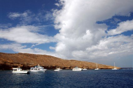 picture of boats on Molokini Crater Snorkeling Trips