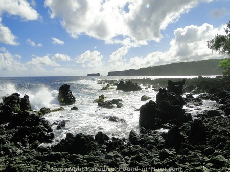 Picture of the rugged coastline along the Keanae peninsula.