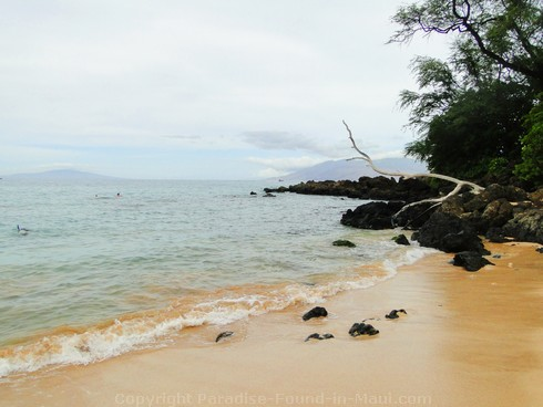 Picture of people snorkeling in Maui at Maluaka Beach in Makena.