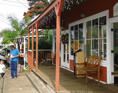 Picture of a charming storefront in Makawao, Maui.