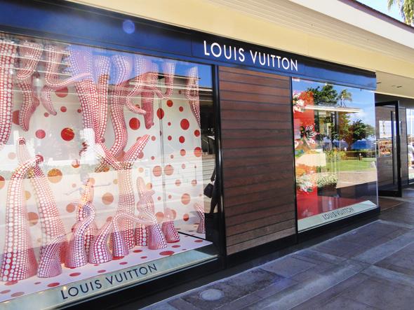 Shopping in Maui at Louis Vuitton